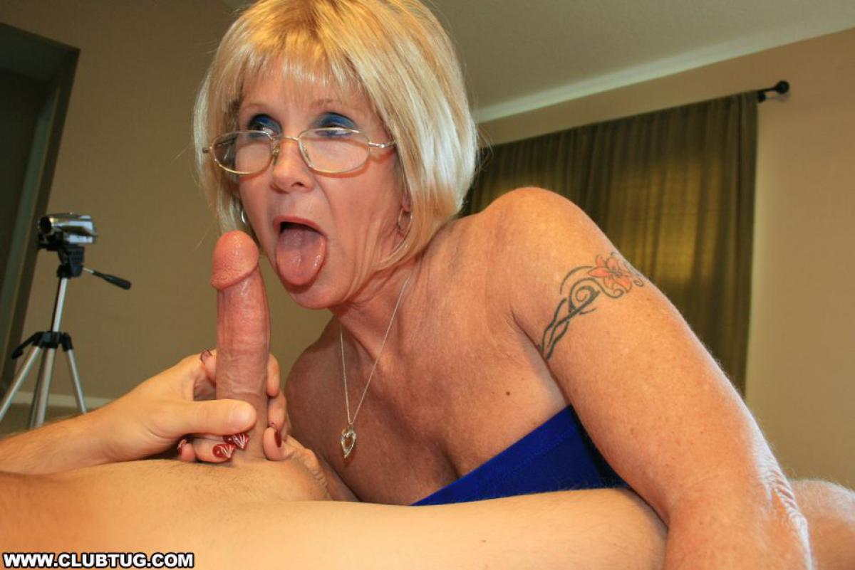 old-milf-glasses-outdoor-blowjob